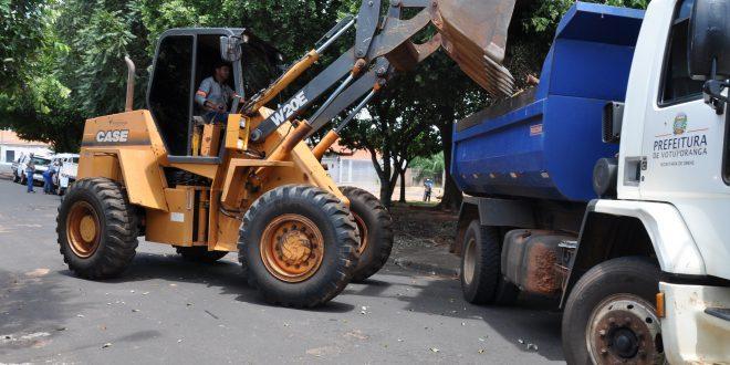 Equipes da Prefeitura e Saev Ambiental realizam limpeza na cidade após forte chuva registrada no primeiro dia do ano