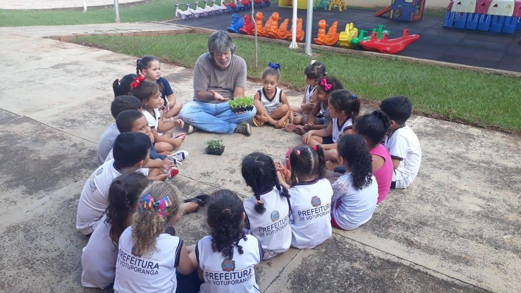 Secretaria da Educação promove oficina de produção de hortaliças em escola